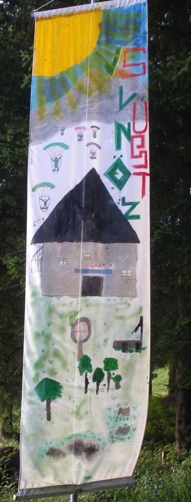 AlmART Fahne gestaltet von der Volksschule Lungötz