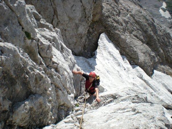 über den Schnee Richtung Gipfelkreuz