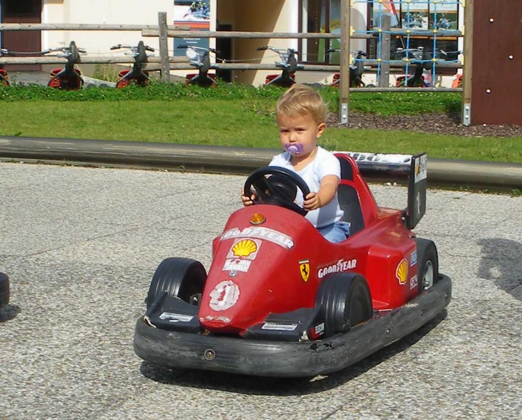 Autofahren im Kinderpark Karkogel