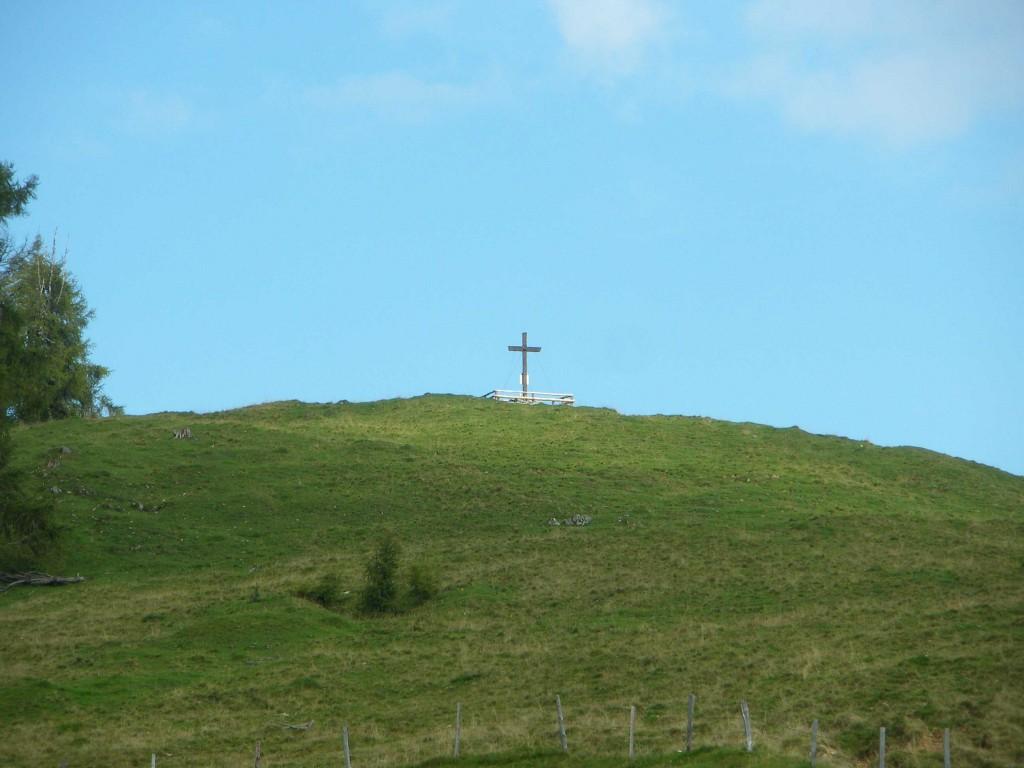 Sicht zum Heimkehrerkreuz auf der Schwarzeneckalm