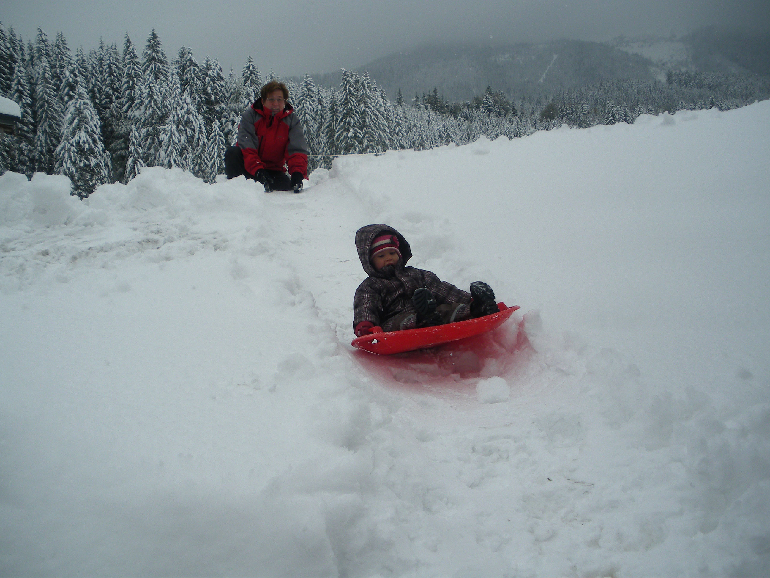 Kinderlachen-im-Schnee