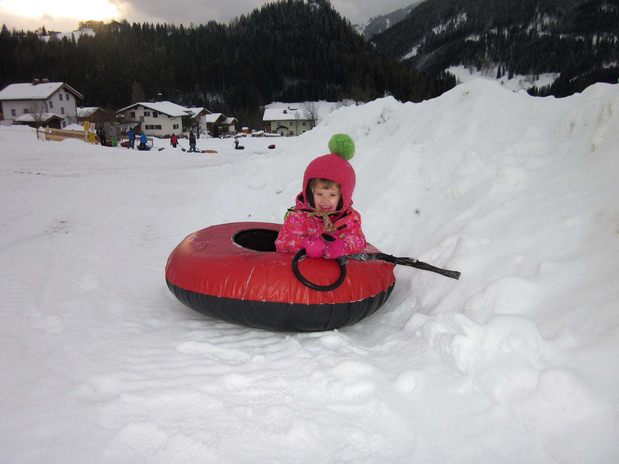 Snow-tubing: eine Riesengaudi für Jung und Älter