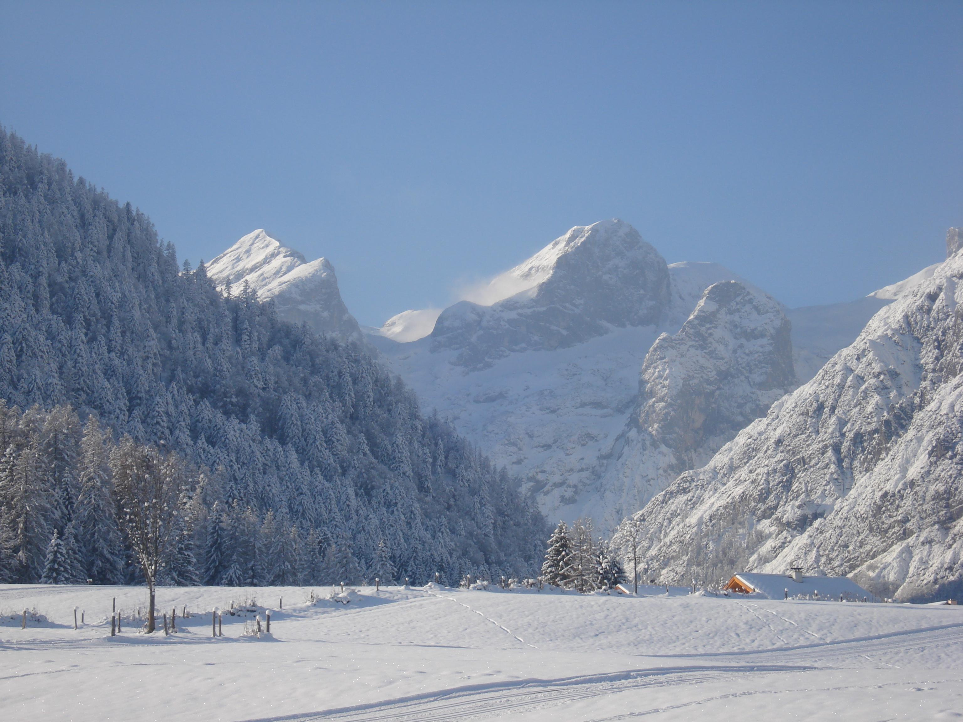 Schneeschuhwanderung im sch nen lammertal laemmerhof 39 s blog for Fischteich im winter