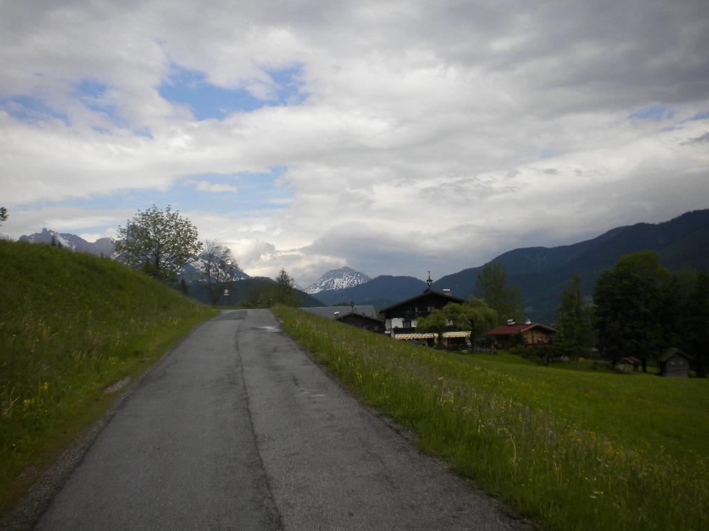 Traumhafte Nordic Walking Strecke umgeben von Natur im Lammertal