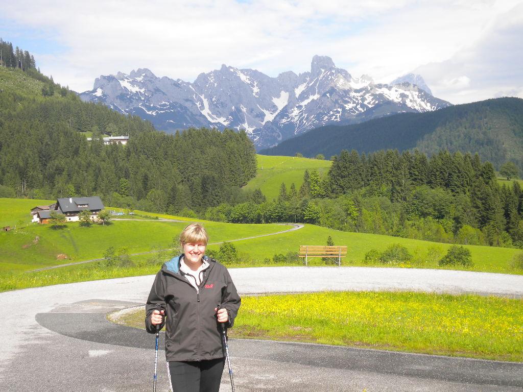 Eine begeisterte Nordic Walkerin im Lammertal