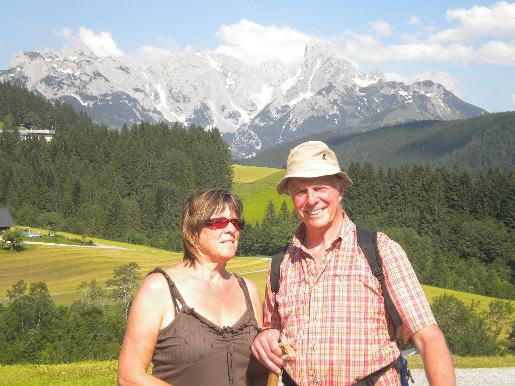 Gäste bei einer Wanderung in den Bergen Salzburgs