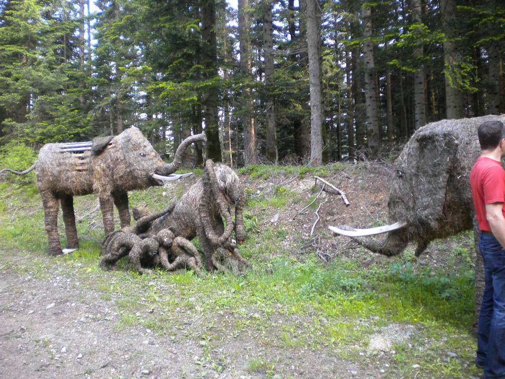 Elefanten als HeuARTfiguren im Salzburger Land