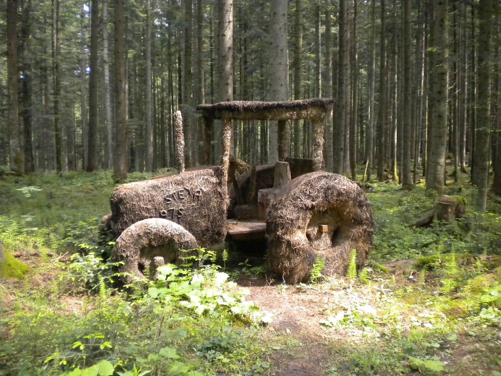 Traktor aus Heu - HeuART im Salzburger Land