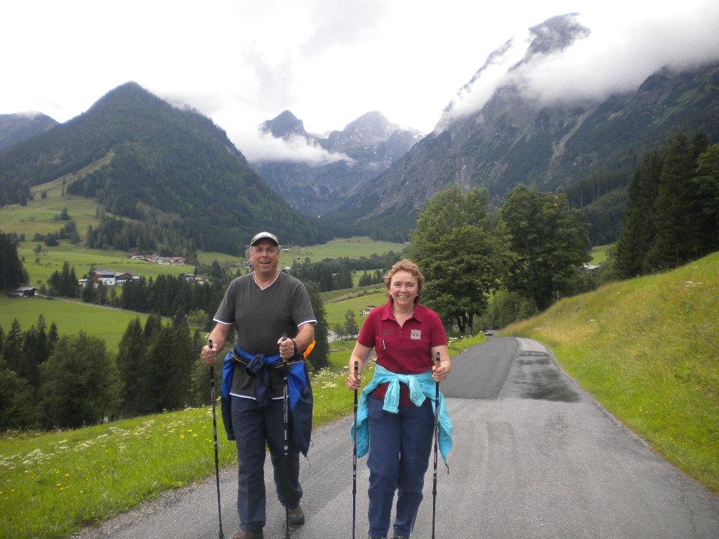 Gäste beim Nordic Walking im Lammertal