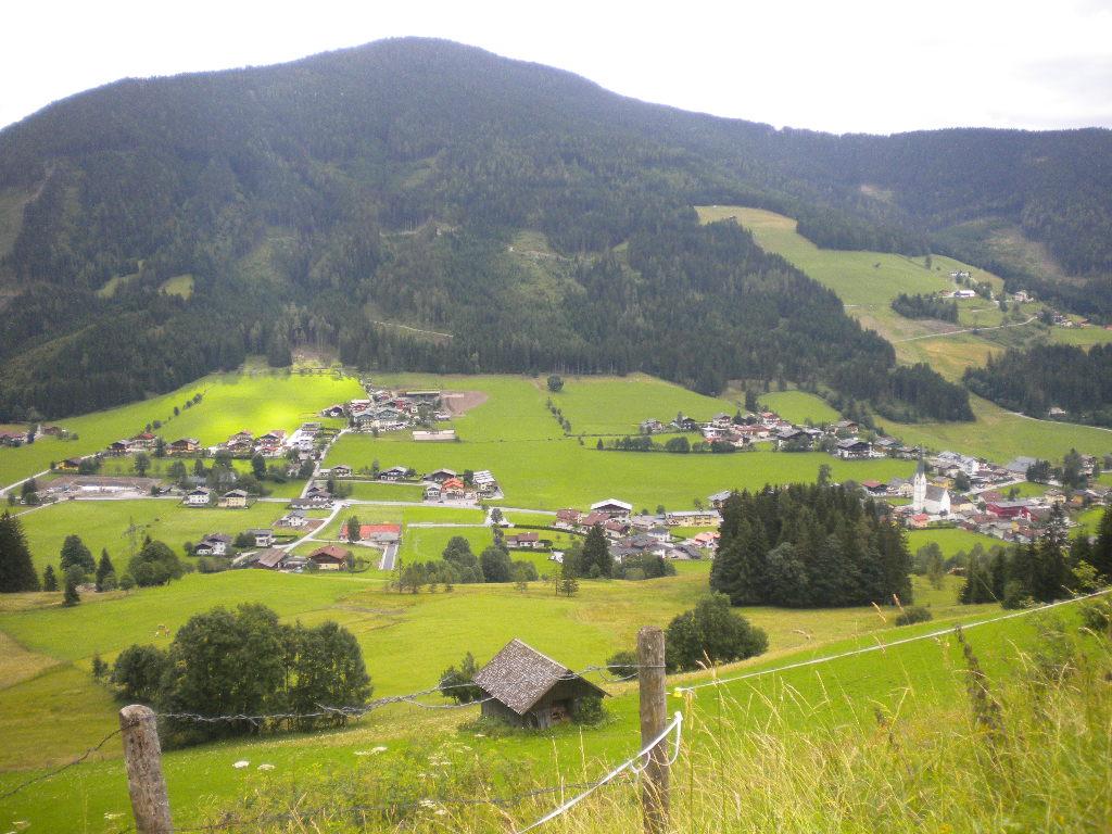Grüne Wiesen und Wälder im Urlaub im Salzburger Land