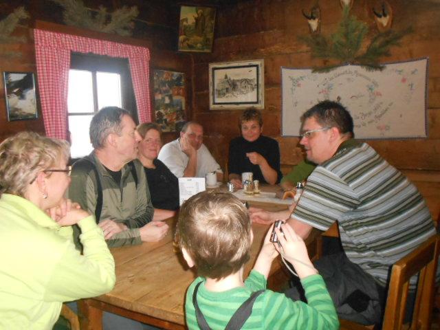Gemütliches Zusammensitzen in der Sittleralm