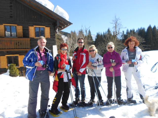 Gäste bei der Winterwanderung im Salzburger Land
