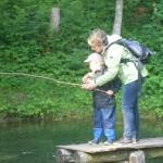 Fischen am Forellenteich ist für Kinder immer ein Erlebnis