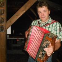 Steirische Harmonika nach dem Fischen am Forellenteich mit unseren Hausgästen im Lammertal. Lied: Der alte Jäger