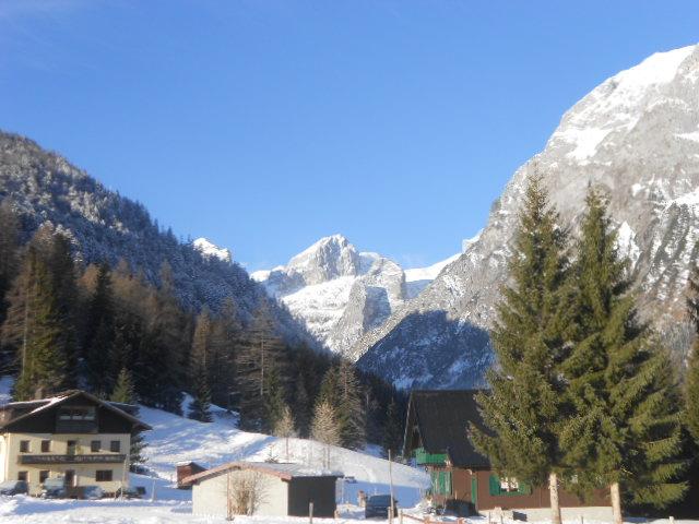 Blick auf das verschneite Tennengebirge in Salzburg