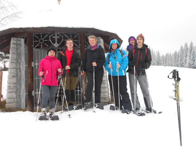 Gruppe bei geführter Schneeschuhwanderung im Lammertal