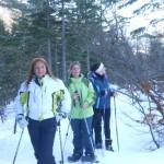 Drei Schneeschuhwanderinnen