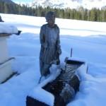 Brunnen in der Winterlandschaft