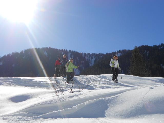 Da macht das Schneeschuhwandern Spaß!