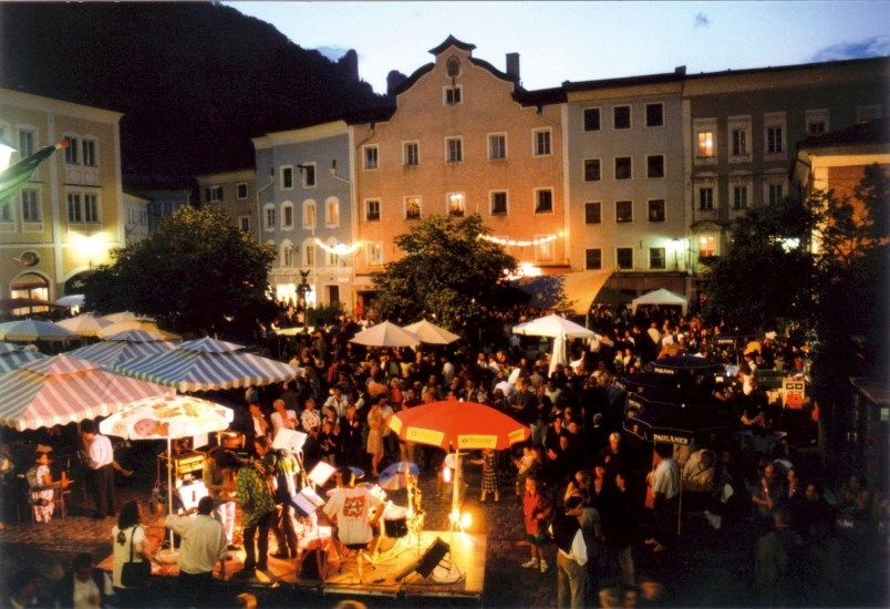 italienische nacht mediterraner markt in hallein bei salzburg. Black Bedroom Furniture Sets. Home Design Ideas