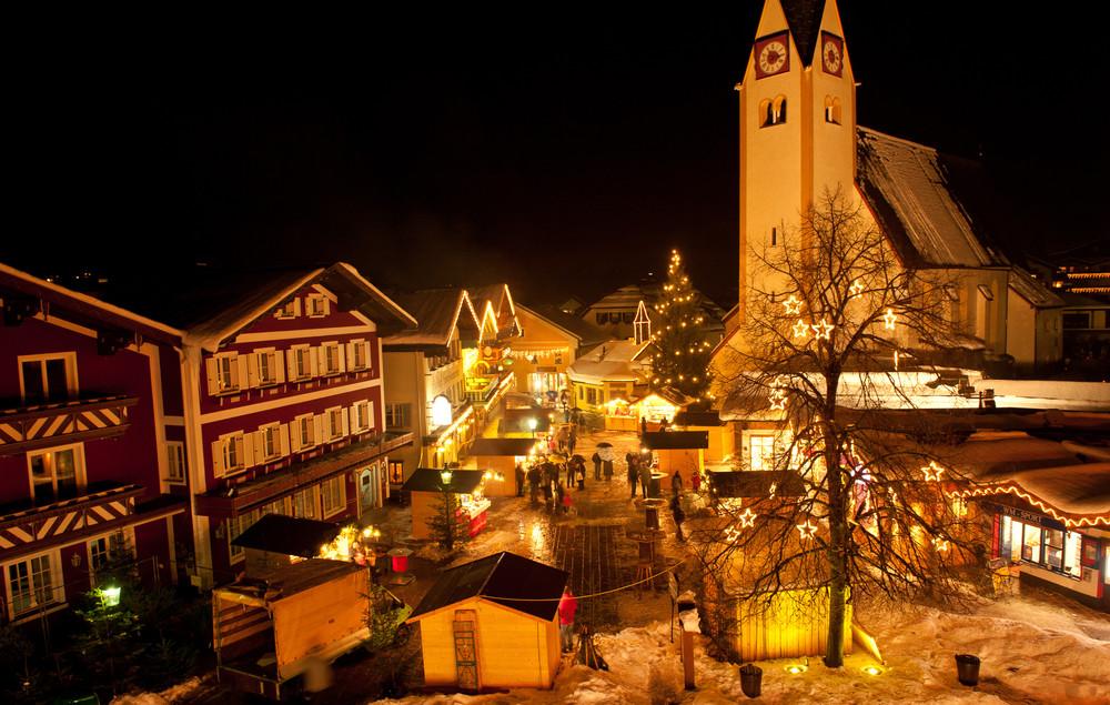 Marktplatz in Abtenau im Advent