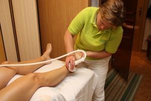 Anita Hedegger bei einer Stempelmassage