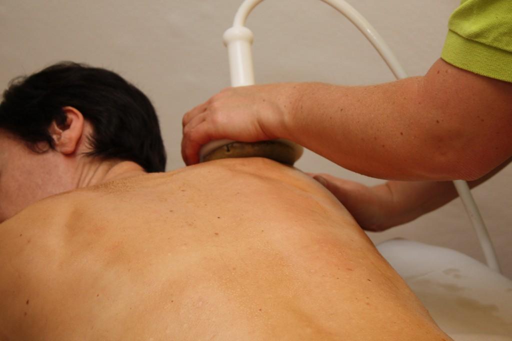 Permanent-Contour Stempelmassage am Nacken und Rücken