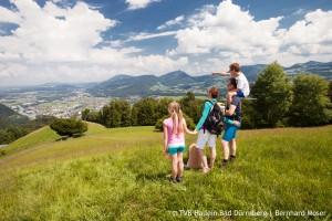 Familie auf dem Salzalpensteig im Tennengau bei Hallein