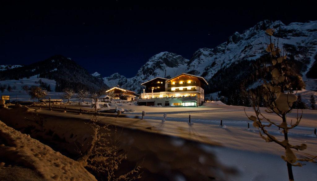 Das Tennengebirge in einer Vollmondnacht