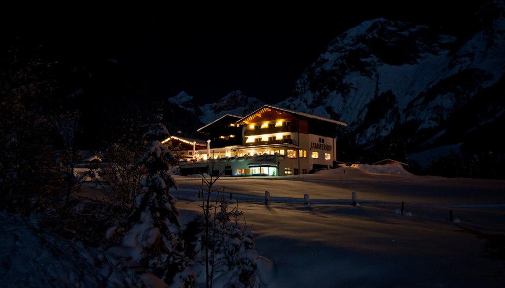 Alpengasthof Lämmerhof im Winter bei Nacht