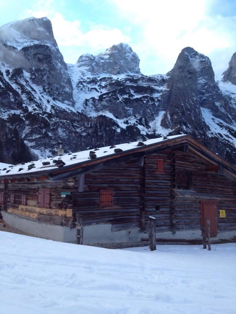 Hütte in der Aualm im Winter