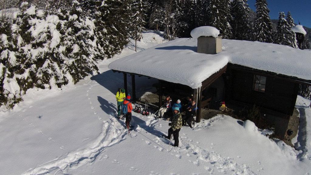 Schneeschuhwanderung auf Almhütten in Salzburg