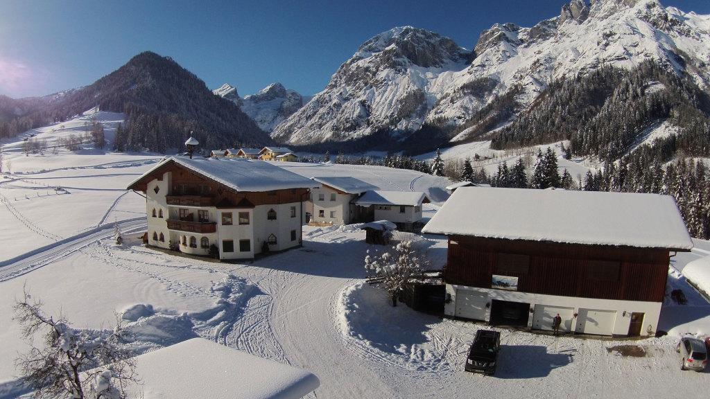 Hotel mit Bauernhof und Appartements im Winter