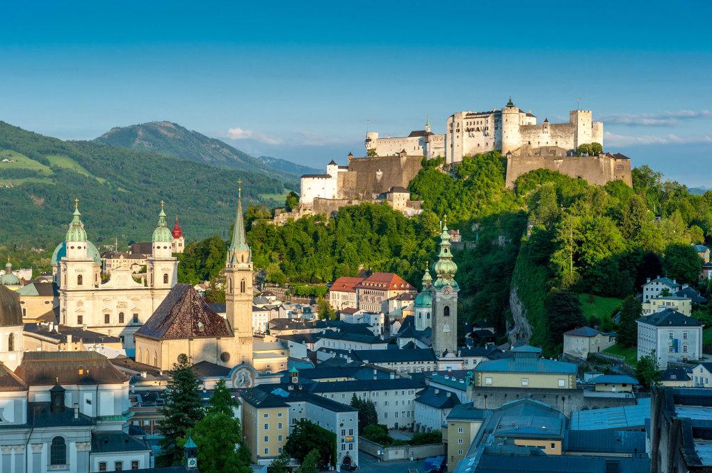 Stadt Salzburg in der Morgensonne