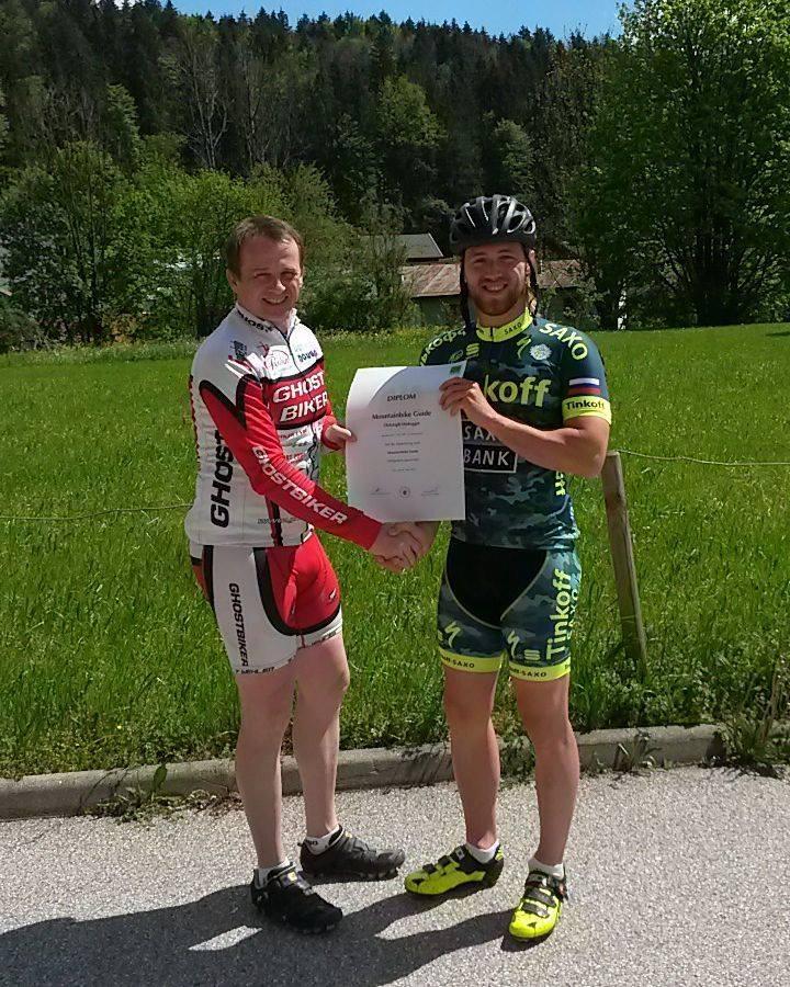 Mountainbike Guide bei der Urkundenübergabe