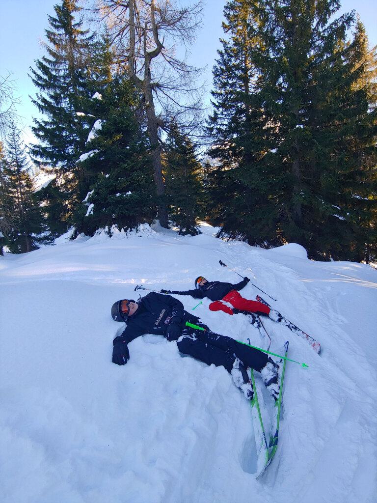 Zwei müde Skifahrer