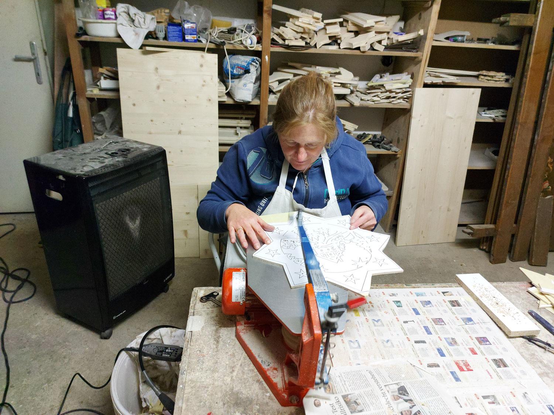 Anita in der Werkstatt