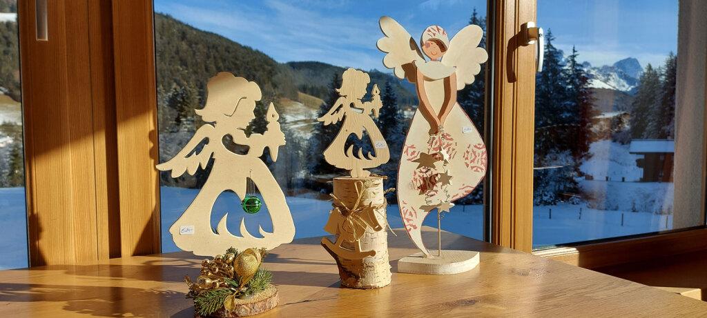 Engelfigur aus Holz