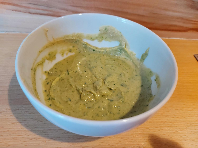 Aufstrich aus Hummus und Bärlauch